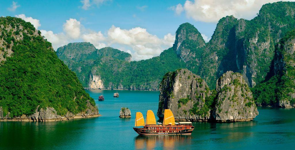 Cruise across the iconic Ha Long Bay