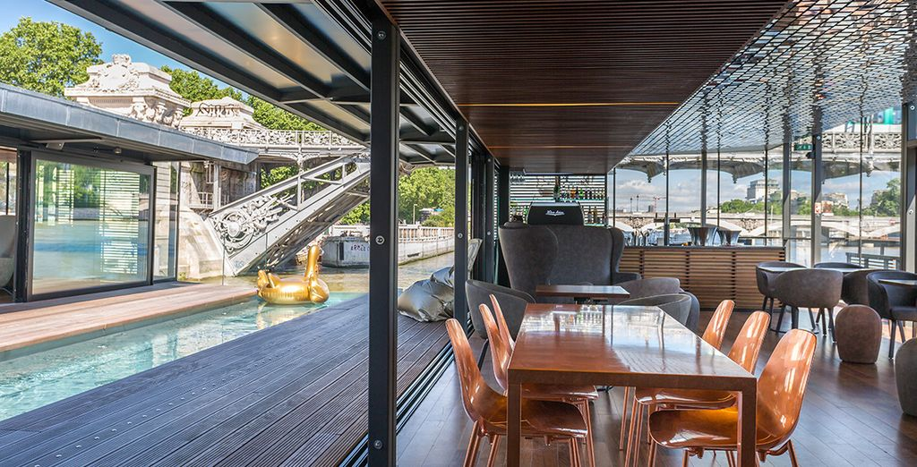 Alongside a bar with cocktails and tapas, an interior path, a plunge pool and a marina