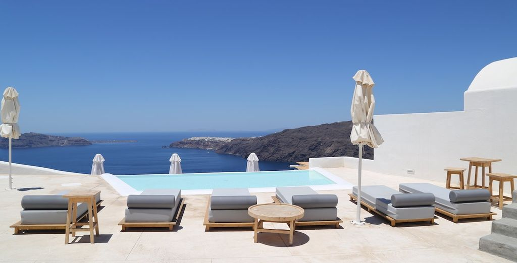 Enjoy a weekend in Santorini