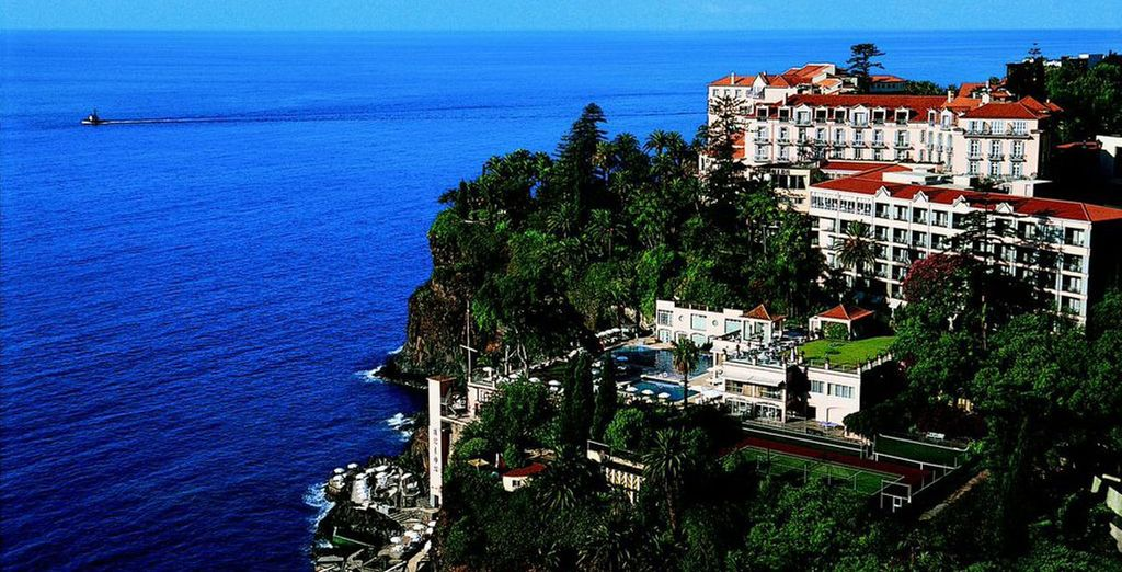 Gaze out over tranquil waters - Hotel Reid's Palace 5* Funchal