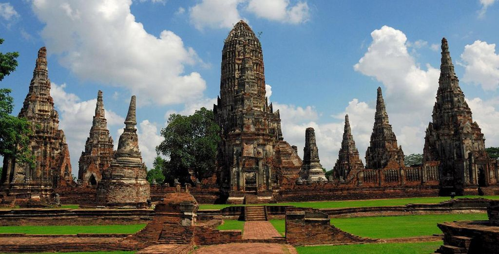 Discover the ancient and modern marvels of Bangkok