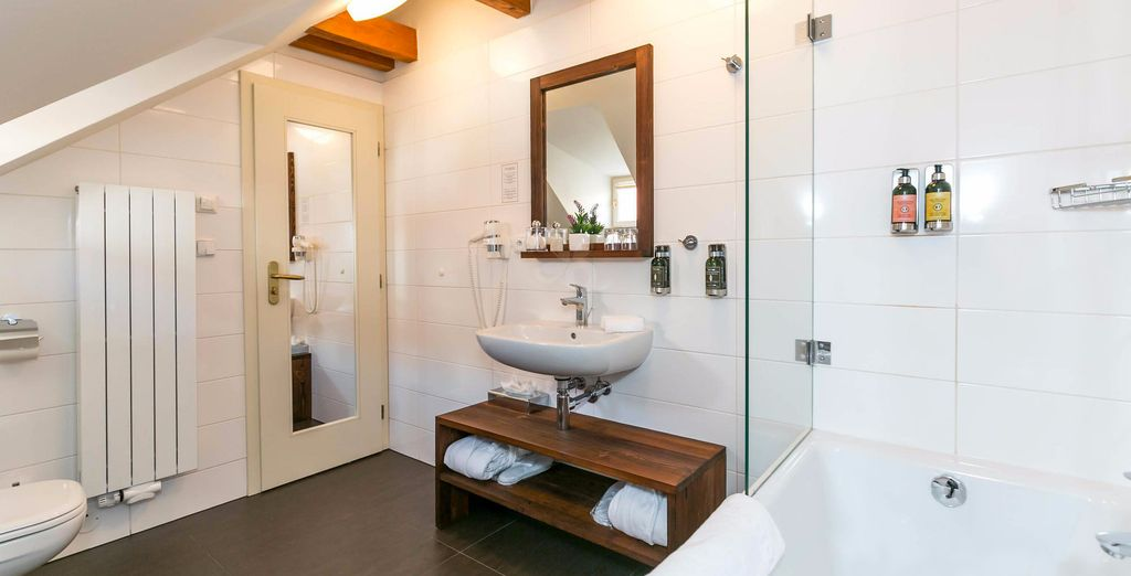 And a fully furnished bathroom
