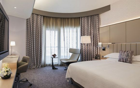 Ihr optionaler Stopover im Pearl Rotana Capital Center 4* Hotels in Abu Dhabi