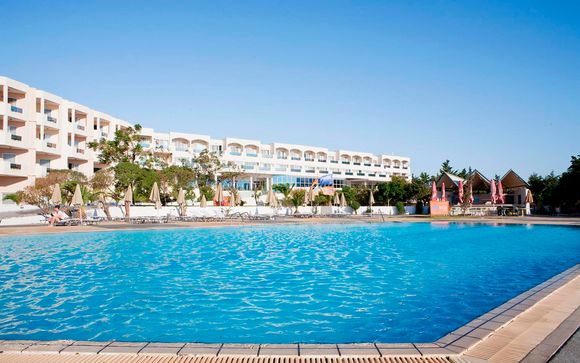 Sovereign Beach Hotel 4*