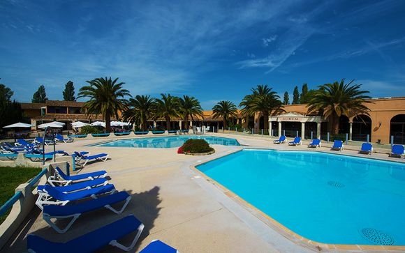 Francia Arles - Hotel Club Residence les Amandiers 4* desde 49,00 €