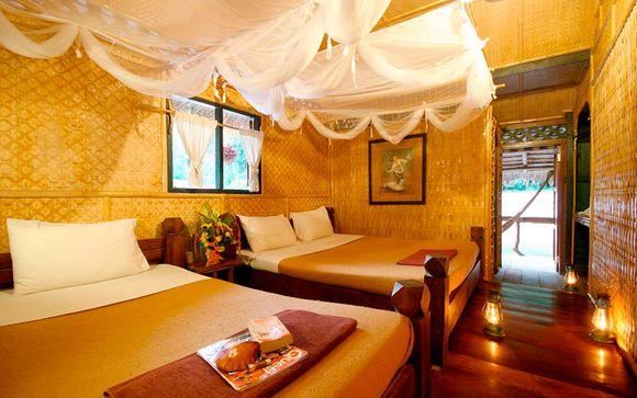 Habitaciones de bambú en la balsa flotante