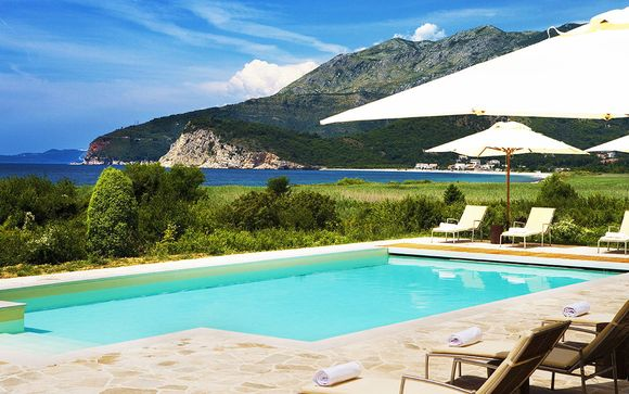 Montebay Villa 4*
