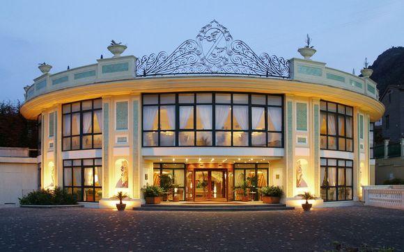 El Grand Hotel La Pace le abre sus puertas
