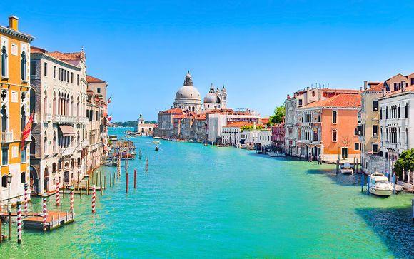 Élégance vénitienne près du Grand Canal