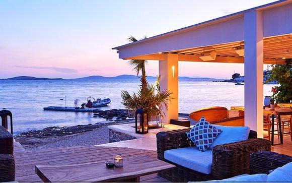 Romantisme et coucher de soleil sur la mer Égée