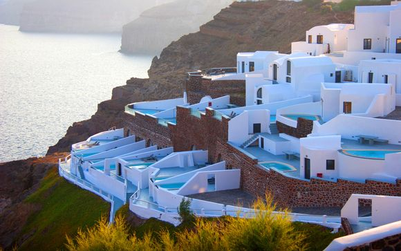 Ambassador luxury suites and villas 5 voyage priv for Hotel santorin piscine privee