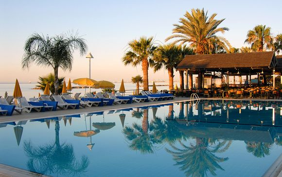 Palm Beach Hotel & Bungalows 4*
