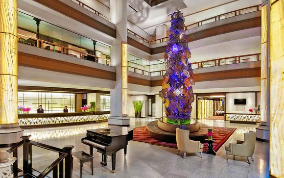 Hotel Avani Atrium 4* (o similare)