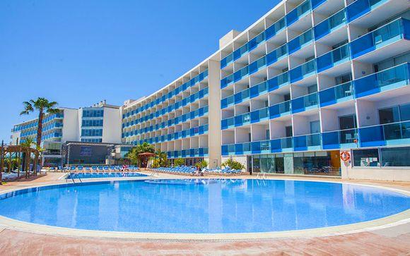 Resort 4* affacciato sul mare con pensione completa