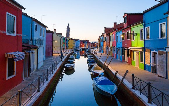 Burano, eleganza e romanticismo tra i colori dell'isola