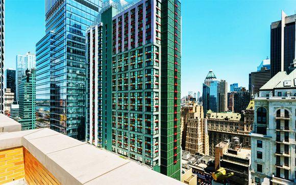 Lo skyline di New York in moderno design hotel