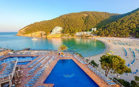 Resort All Inclusive sulla baia panoramica di Cala Llonga