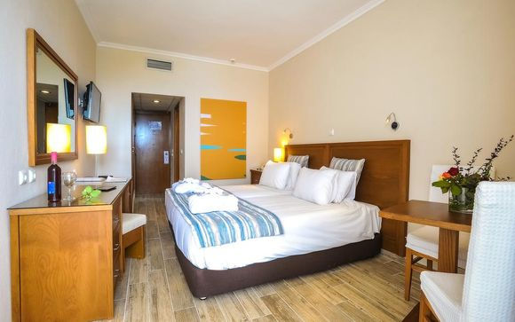 L'Hotel Alexander The Great Beach 4*