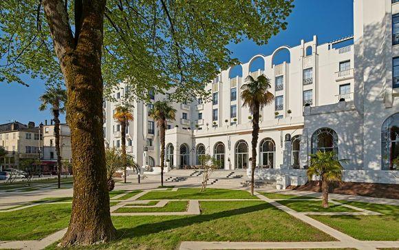 Art Deco Design with 1800m² Spa