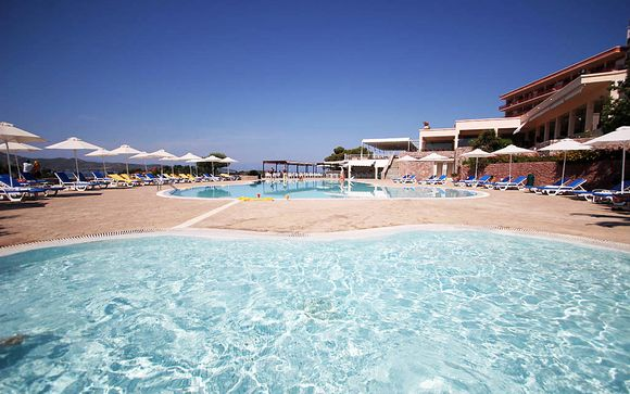 AKS Hinitsa Bay Hotel 4*