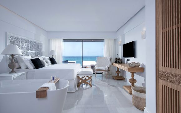 Luxury Collection: Stylish Seafront Property with Magnificent Views
