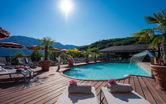 Romantic Lakeside Spa Retreat