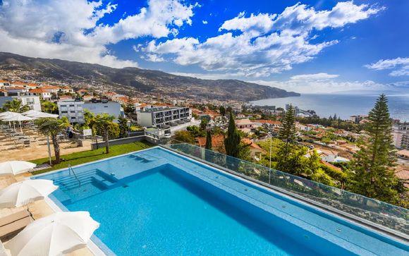 Hotel moderno con vista panoramica sulla costa di Funchal