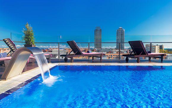 Hotel con piscina sul tetto nel cuore della città