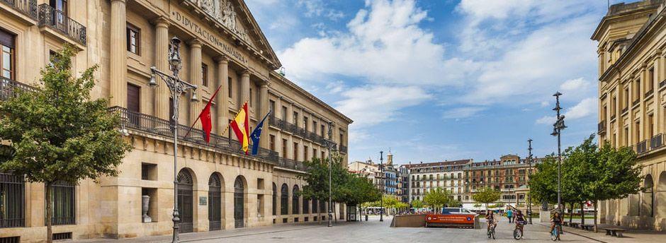 Vacanze in famiglia a Pamplona tra meraviglie artistiche e curiosità naturali